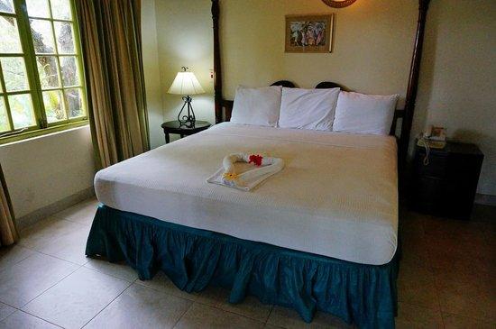 Seasplash Negril: King bed in one BR suite