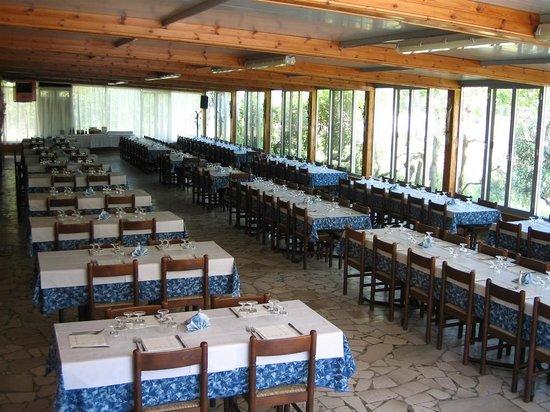 Isola Varano: ristorante sala esterna