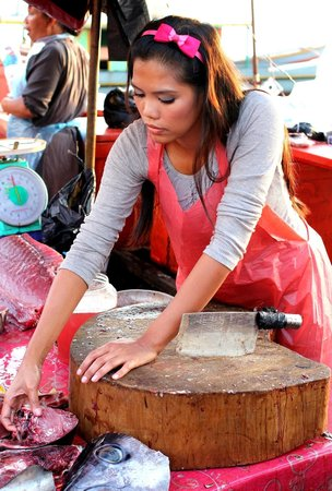 Filipino Market: Pretty fishmonger