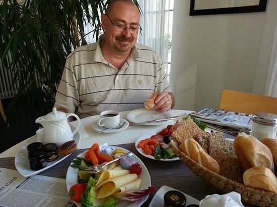 Hotel Heymann: Breakfast is served
