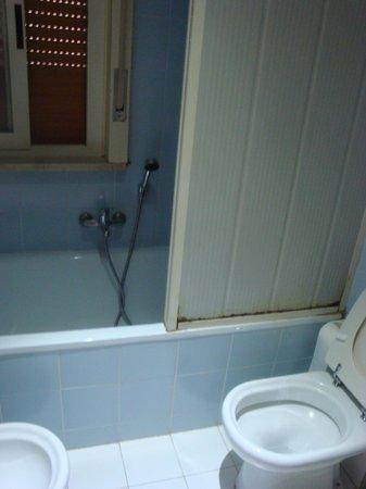 Hotel del Viale : bagno con ossido di ferro!