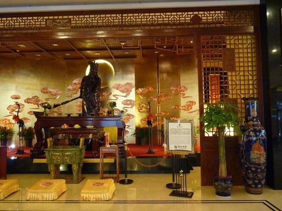 King Dynasty Hotel: Lobby