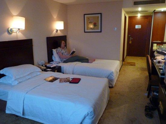 King Dynasty Hotel: Room