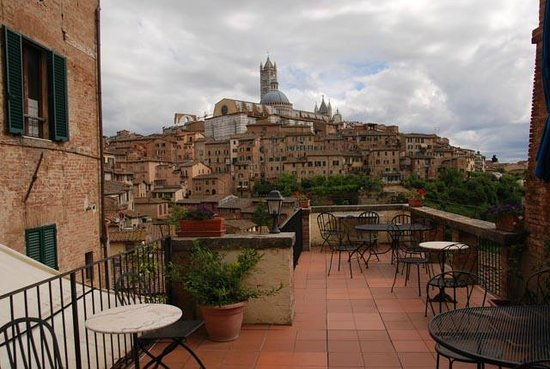 Albergo Bernini: The incredible view from the terrace looking towards the Duomo Siena