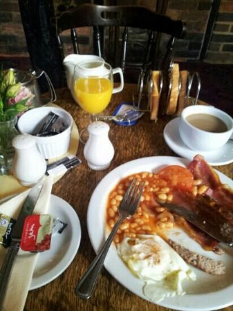 Saracen's Head Inn: full english