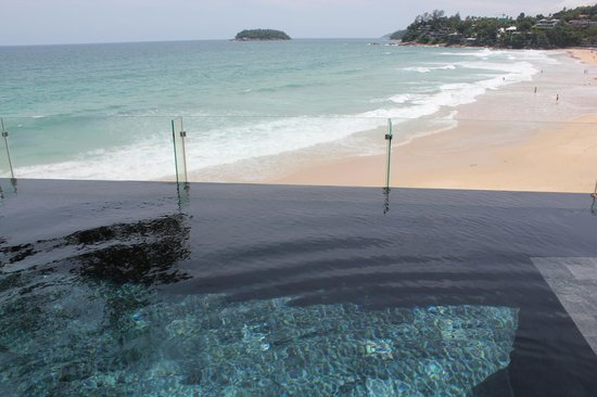The Shore at Katathani: Pool overlooking the beach