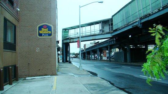 Best Western Plus Arena Hotel: utsikt från gatan