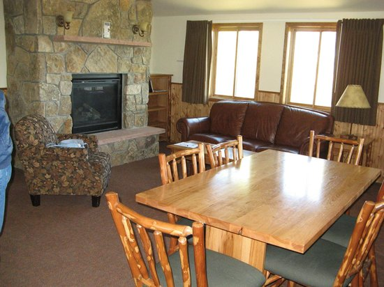Snow Mountain Ranch: Living room/dining area of cabin