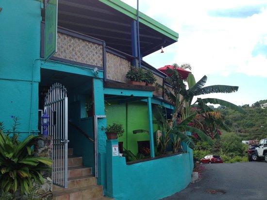 St. John Inn: Front entrance