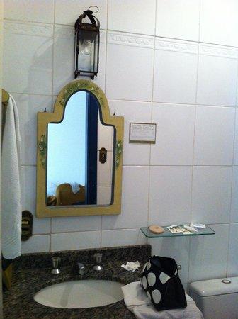 Hotel Pousada Mae d'Agua: Pia do Banheiro