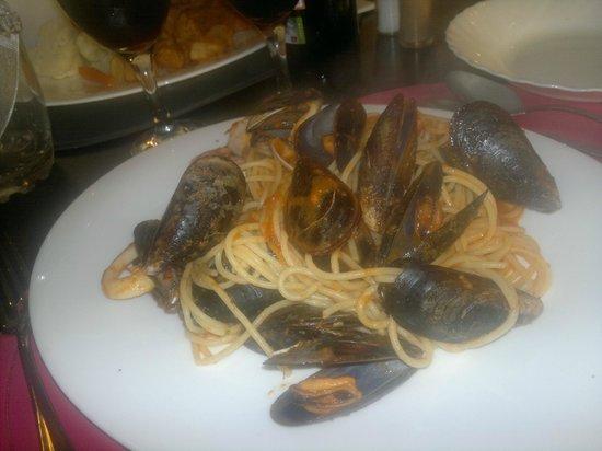 Mastroianni Ristorante Italiano : spaghetti uit de oven Carthocio??hoop dat ik het goed schrijf