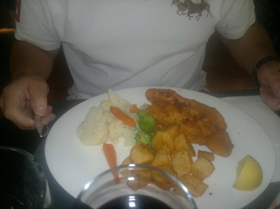 Mastroianni Ristorante Italiano : kipsnitzel- hoofdgerecht menu