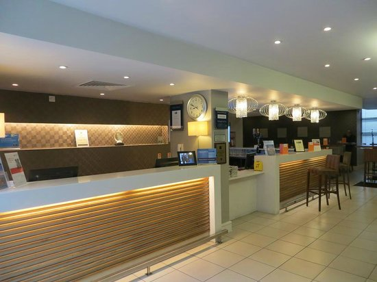 Holiday Inn Express London Croydon: Reception