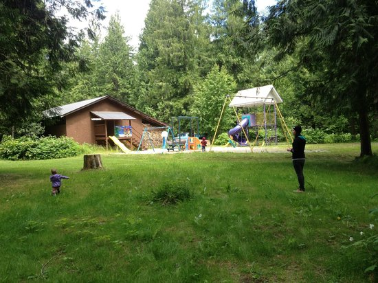Kokanee Chalets: Playground from afar