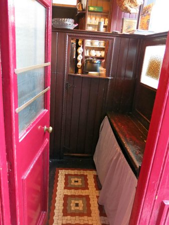 Crotty's Pub B & B: The Snug