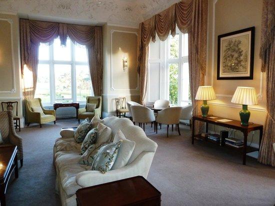 Wivenhoe House: Public lounge