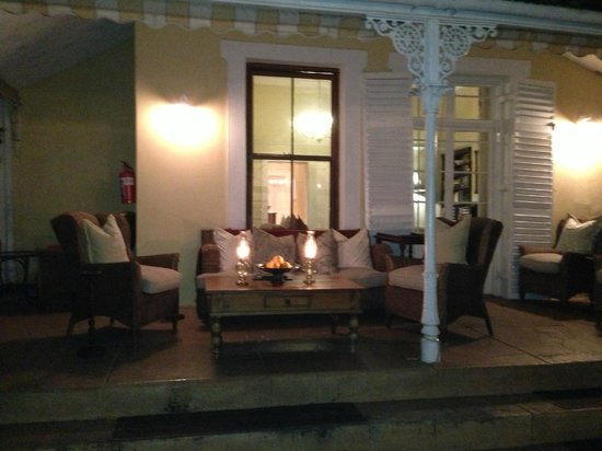 River Manor Boutique Hotel & Spa: Side porch