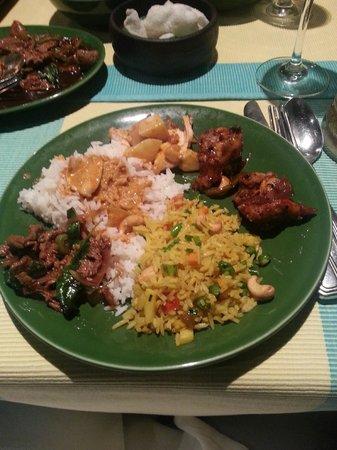 Rim Naam : Chicken curry on rice, Prawns with chilis, Tenderloin, pineapple rice