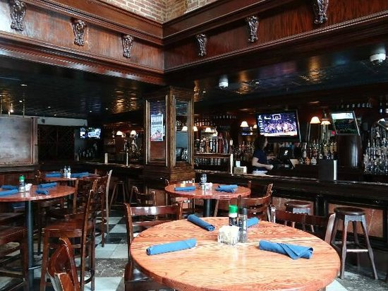The Federal House Bar & Grille : Le bar