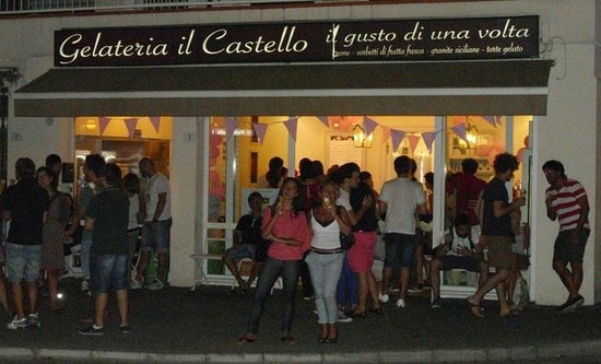 Gelateria Il Castello: All'esterno