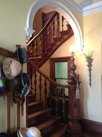 Coppersmith Inn Bed & Breakfast: Original staircase leading to 2nd Floor Rooms