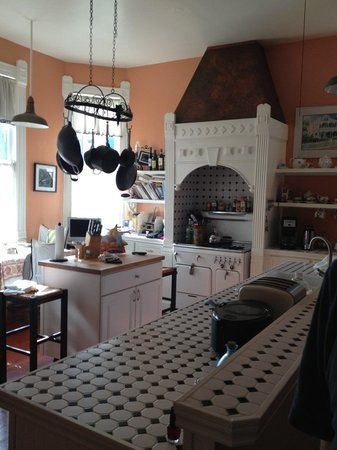 Coppersmith Inn Bed & Breakfast: Kitchen in Main House