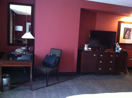 Hilton Mexico City Reforma: desk and TV area