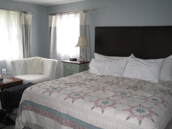 City Gardens Bed and Breakfast: king-size bed