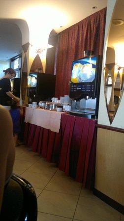 San Pietro Hotel: distributori di bevande calde x colazione