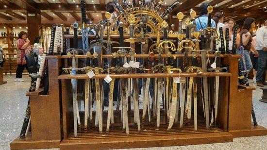 Tienda de espadas de Toledo: sword shop