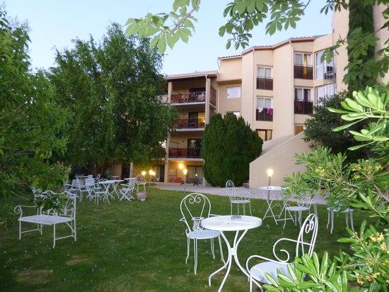 Hotel Les Nevons : le jardin
