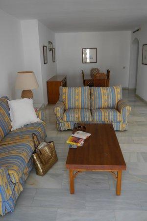 Benabola Hotel & Apartments: Comfy sofas!