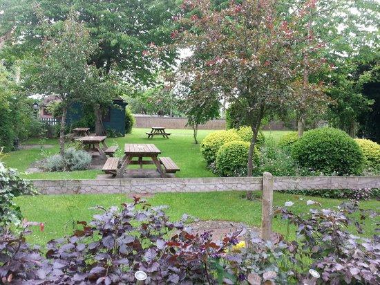 Hundred House Hotel: garden