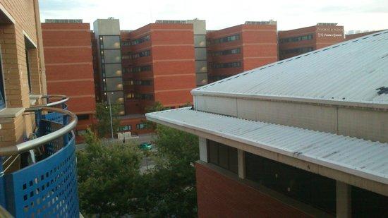Albergue Juvenil y Colegio Mayor Galileo Galilei: Vistas hacia la Universitat General