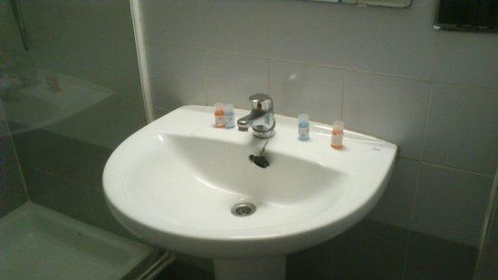 Albergue Juvenil y Colegio Mayor Galileo Galilei : El lavabo