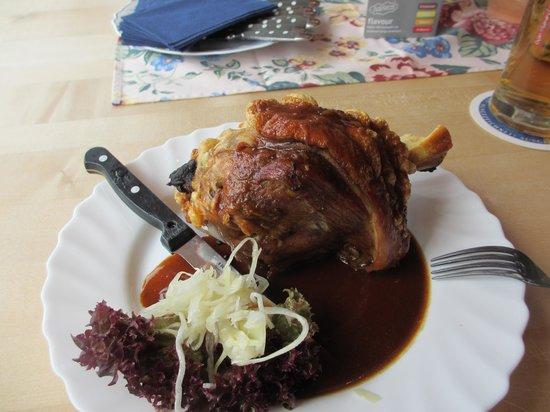 Restaurant Zauberstubn Oberammergau: Schweinehaxe (pork knuckle)