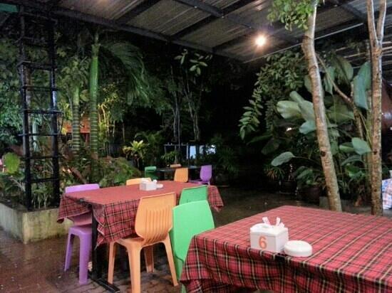 KoDam Kitchen : The garden-like setting