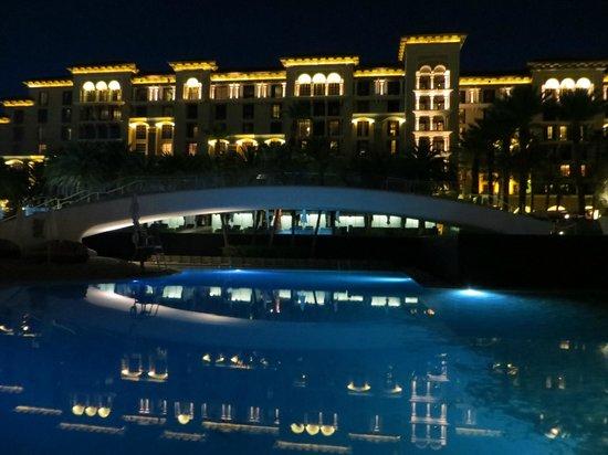 Green Valley Ranch Resort and Spa: Pool at night