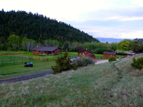 Hidden Hollow Hideaway Cattle and Guest Ranch: Ranch house and cabins