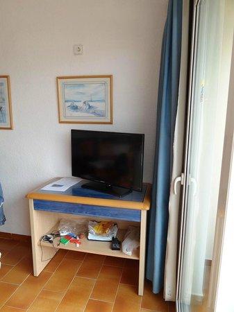 Apartamentos Portusaler : comedor tv