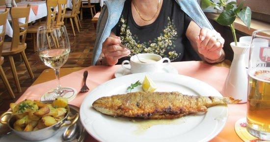 Zur Rose: whole trout & bratkartoffel