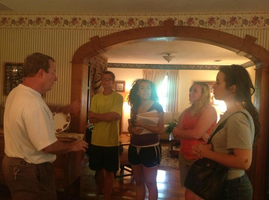 Lovill House Inn - Bed and Breakfast: Owner giving us a tour