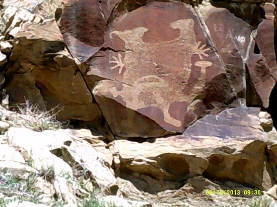 Legend Rock Petroglyph Site: Demon going Jazz Hands!