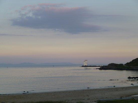 Swallow's Roost: Le phare vu de la plage