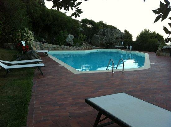 Hotel Santrano: Piscine de l'hotel