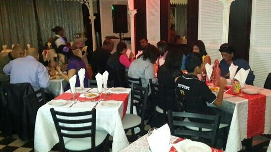 Ulundi Restaurant: guests enjoying themselves
