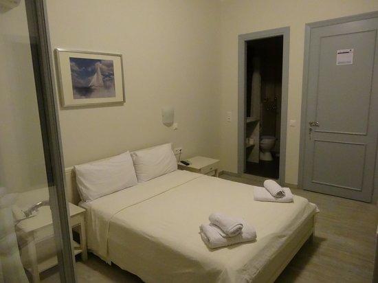 Klimis Hotel : The room