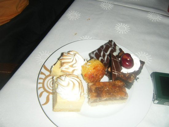 Grand Bahia Principe Jamaica: desserts from buffet