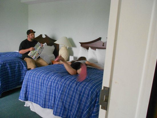 Cocoa Beach Suites: double beds in family suite