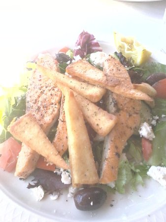Taylor House Inn: salmon salad